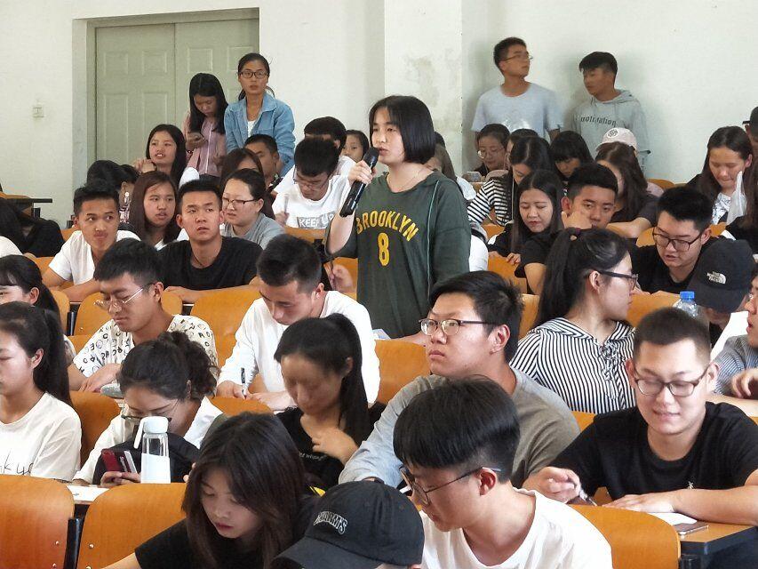通识部17-18下期中学生座谈会